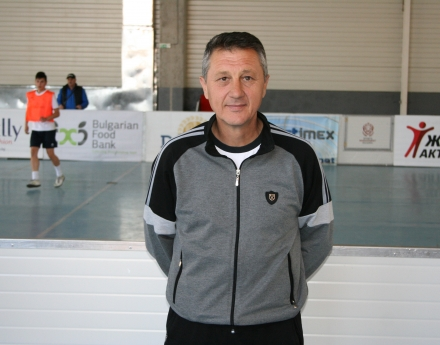 Футболният треньор Стоян Гурков за работата с младежи в неравностойно положение:  Tрудно е! Но в края на краищата нали трябва нещо да направим?!