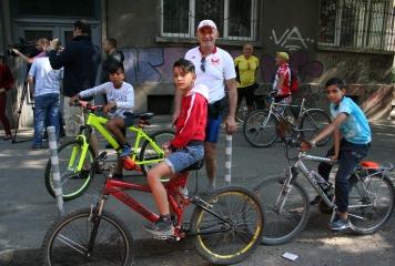 """Деца от """"Център на надеждата"""" се включиха във велопоход"""